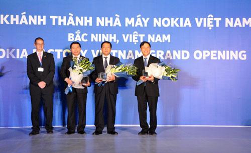 Thu hai 28-10-2013 - 1523 Khanh thanh Nha may NOKIA Viet Nam tai KCN VSIP Bac Ninh