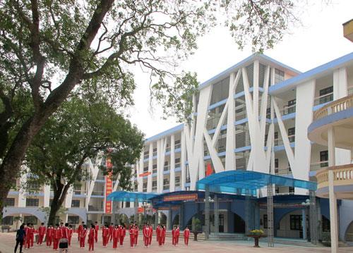 Suc song ngoi truong THPT Yen Phong 1 tuoi 50 va le don nhan huan truong lao dong hang nhat vao ngay 17-11-2013