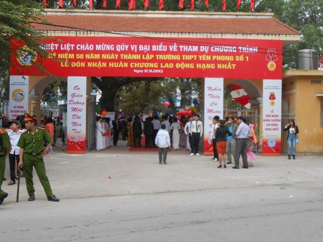 Truong THPT Yen Phong 1 ky nien 50 nam thanh lap va don nhan Huan chuong Lao dong hang Nhat