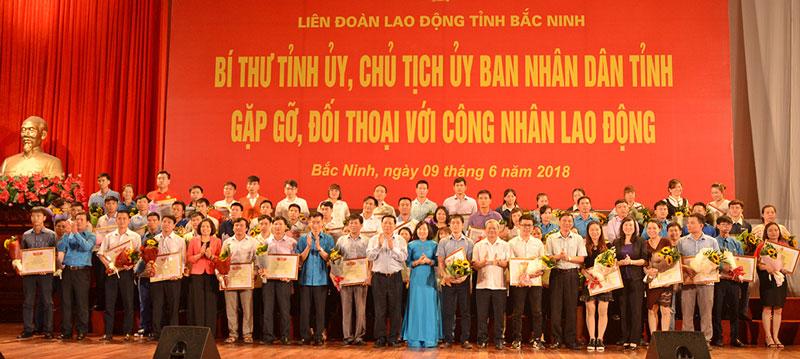 Lanh dao tinh Bac Ninh gap go doi thoai voi cong nhan lao dong