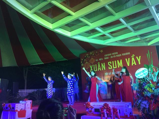 Xuan sum vay 2018 Cong ty Hawee